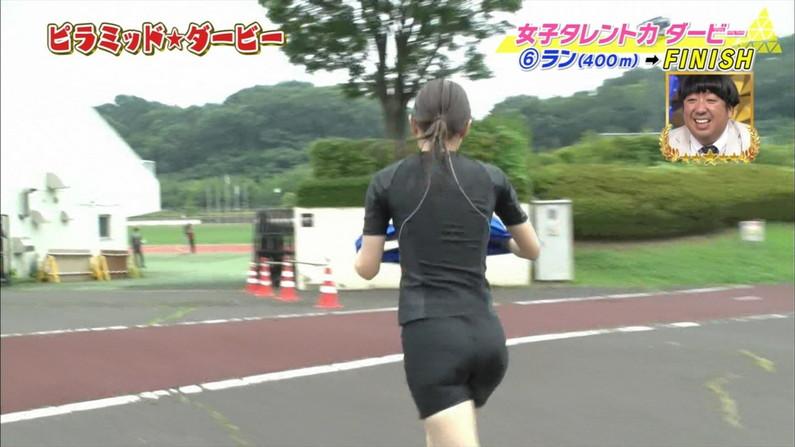 【お尻キャプ画像】女子アナ達のパン線浮きまくりなお尻がむっちりエロすぎるww 14
