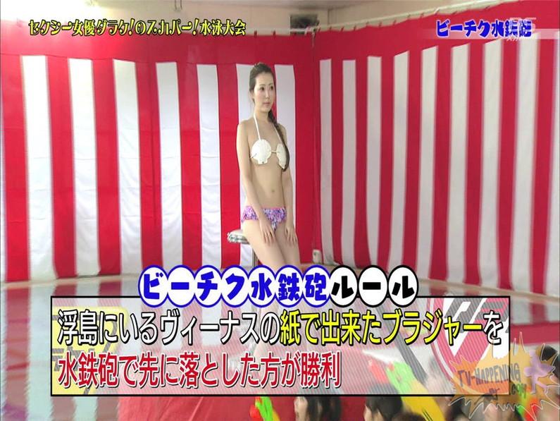 【お宝エロ画像】女優だらけのスカパー水泳大会で美女達が乳首刺激されて感じまくるww(ビーチク水鉄砲編)