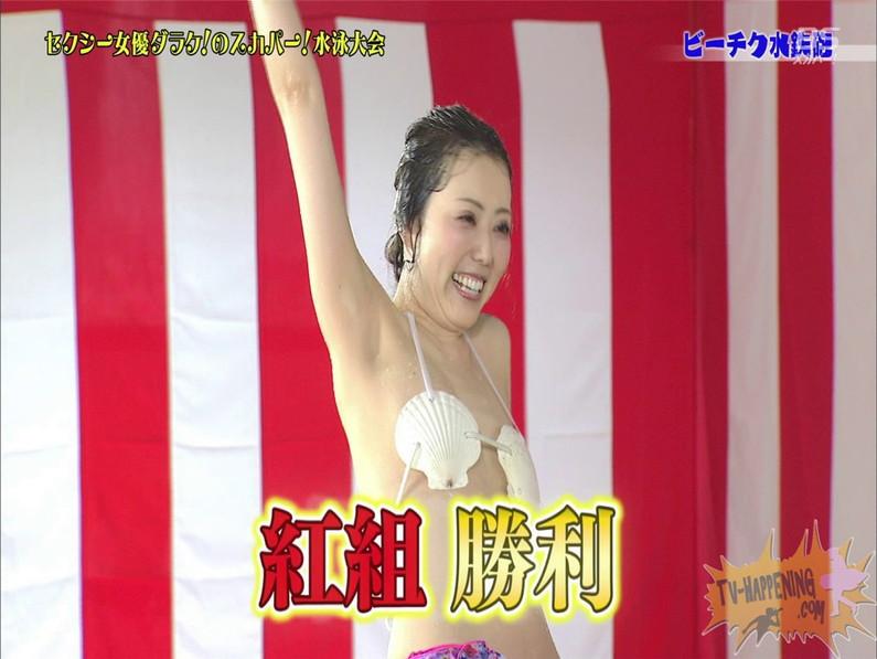 【お宝エロ画像】女優だらけのスカパー水泳大会で美女達が乳首刺激されて感じまくるww(ビーチク水鉄砲編) 15