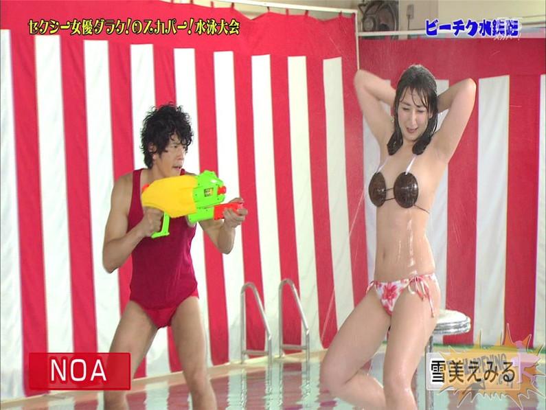 【お宝エロ画像】女優だらけのスカパー水泳大会で美女達が乳首刺激されて感じまくるww(ビーチク水鉄砲編) 29