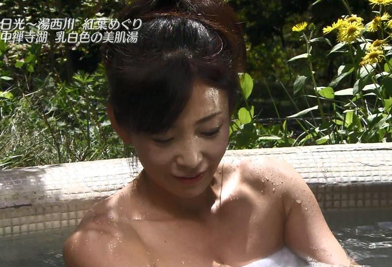 【温泉キャプ画像】いつ見ても女性の入浴シーンって絶対エロく見えてしまうよなww 12
