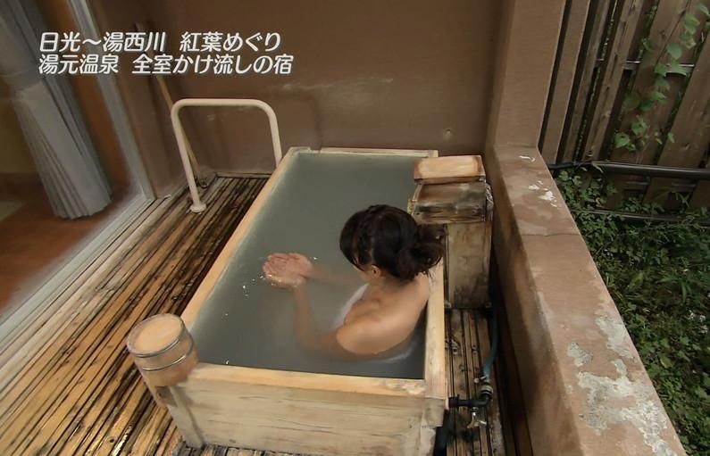 【温泉キャプ画像】いつ見ても女性の入浴シーンって絶対エロく見えてしまうよなww 13