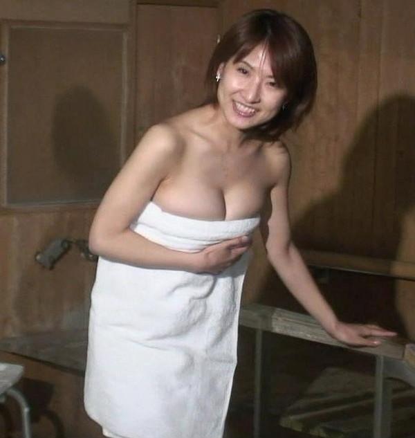 【お宝放送画像】テレビに映ったちょっとエロい入浴シーン!! 11