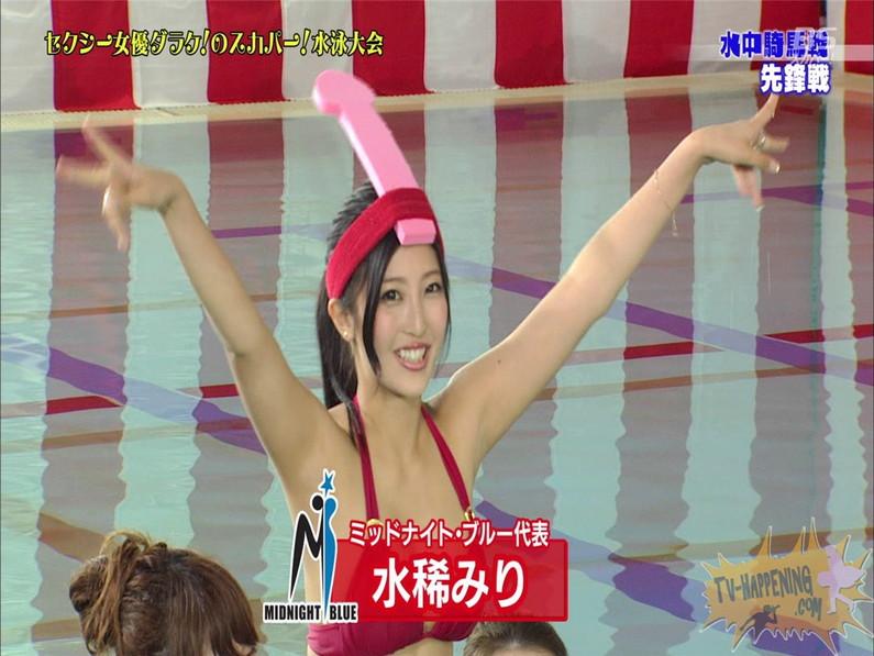【お宝エロ画像】女優だらけのスカパー水泳大会!乳首映りまくりでもはや笑うしかないww(水中騎馬戦編) 03