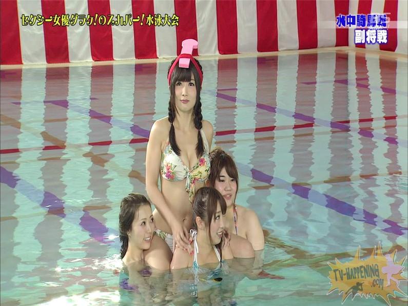 【お宝エロ画像】女優だらけのスカパー水泳大会!乳首映りまくりでもはや笑うしかないww(水中騎馬戦編) 39