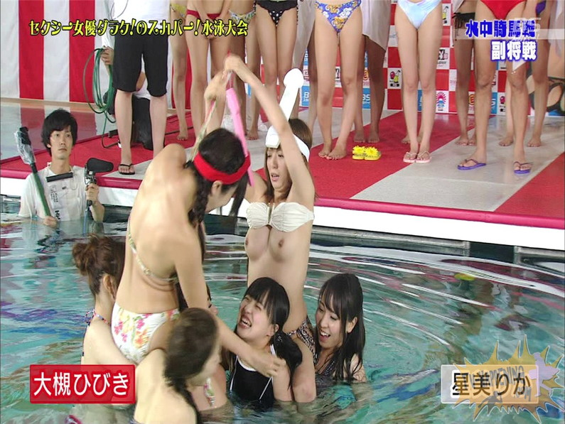 【お宝エロ画像】女優だらけのスカパー水泳大会!乳首映りまくりでもはや笑うしかないww(水中騎馬戦編) 42