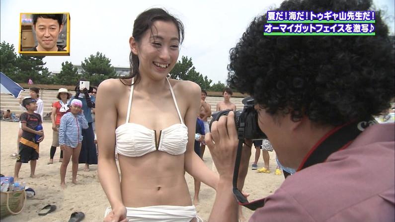 【水着キャプ画像】素人からアイドルまで、この時期巨乳美女の水着姿が見放題ww 03