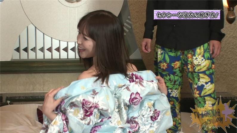 【お宝エロ画像】ケンコバのバコバコTVでTバック美女が四つん這いになってアナルはみ出す放送事故ww 02