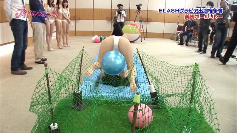 【開脚放送事故画像】アイドル達がお股広げたその瞬間、股間をドアップで映すとこうなったww 10