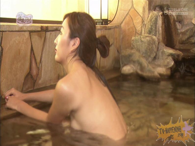 【お宝エロ画像】美女の脱衣シーンから、お尻丸出しでテレビに出ちゃう有能番組もっと温泉に行こう! 62