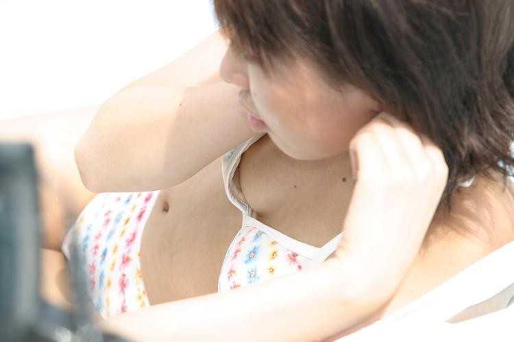 【ポロリハプニング画像】海やプールではしゃぎ過ぎた結果乳首見えてることにさえ気づかない素人達ww 14