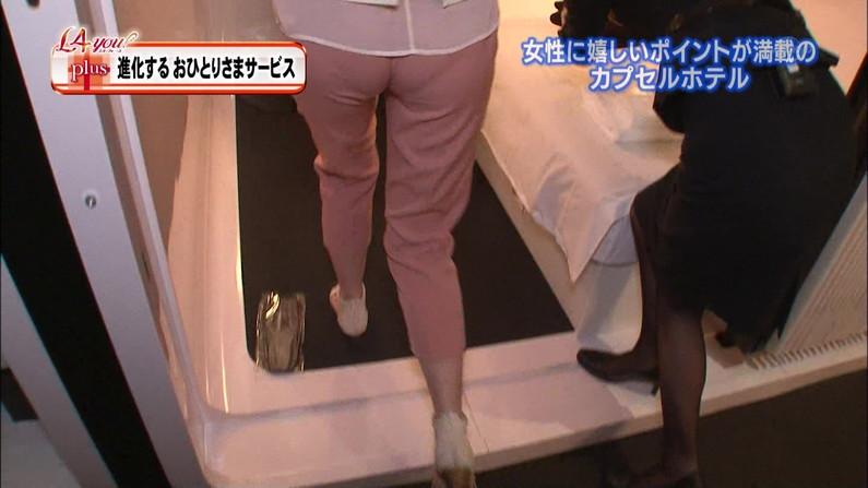 【お尻キャプ画像】お尻にフィットし過ぎたズボンがヒップラインを際立たせるwパン線まで浮いちゃってる女子アナまでw 07