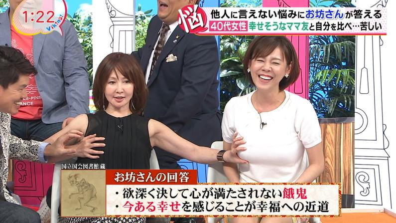 【放送事故画像】「そんなに強く揉まないで~w」テレビなのに激しくオッパイ揉みしだかれちゃうタレント達ww 21