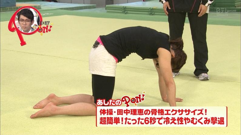 【足裏キャプ画像】意外と女の足の裏って見てたら興奮してこないか?wしかも美女の足裏だったら尚更だろww