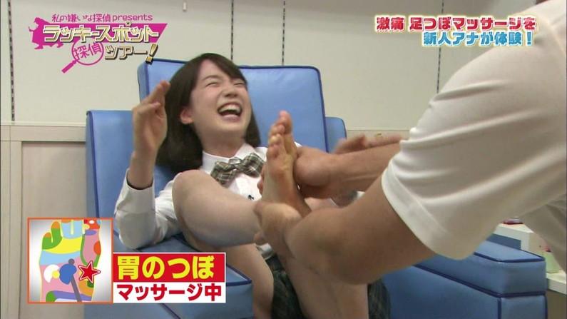 【足裏キャプ画像】意外と女の足の裏って見てたら興奮してこないか?wしかも美女の足裏だったら尚更だろww 13