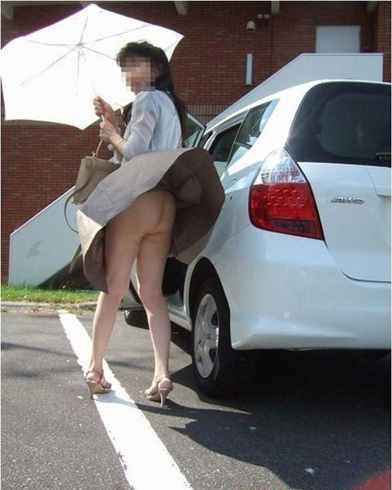 【ハプニングパンチラ画像】突然の突風により思いっきりスカートめくれちゃった素人さんww 07