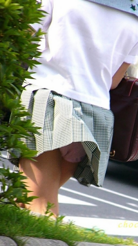 【ハプニングパンチラ画像】突然の突風により思いっきりスカートめくれちゃった素人さんww 17