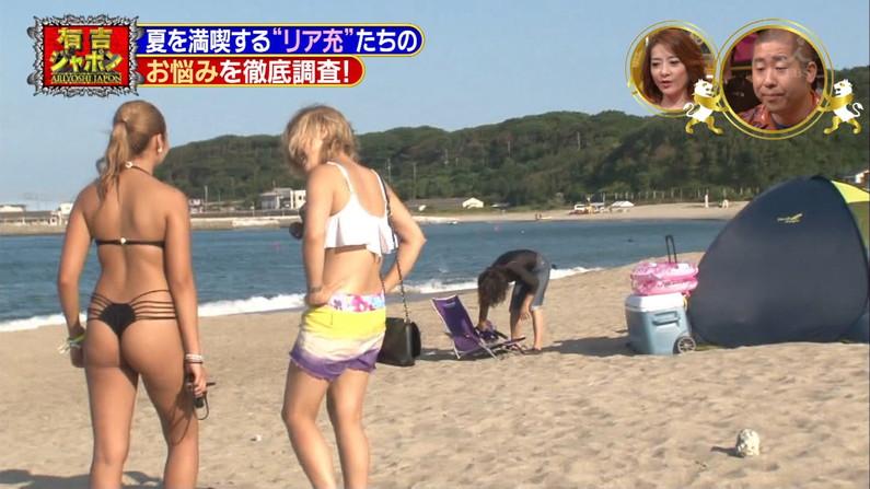 【お尻キャプ画像】テレビで水着が食い込み尻肉はみ出まくりなエロいお尻ww 11