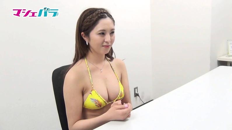 【水着キャプ画像】今年の夏も露出度高めの水着美女達がテレビに映ってオッパイ強調しまくりんごww