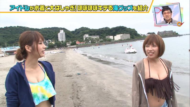 【水着キャプ画像】今年の夏も露出度高めの水着美女達がテレビに映ってオッパイ強調しまくりんごww 13