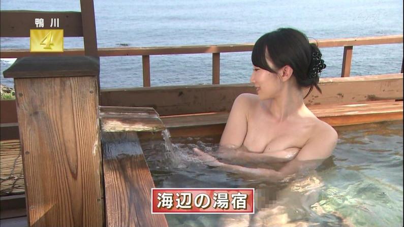 【温泉キャプ画像】温泉番組にバスタオル一枚で出てくる巨乳美女の身体がエロすぎるww 11
