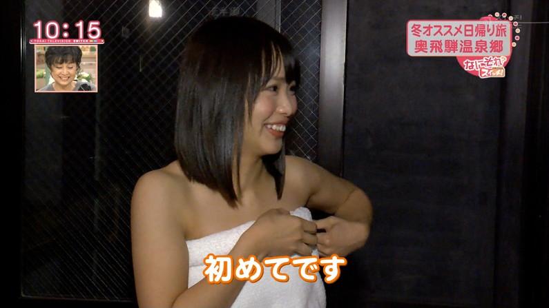 【温泉キャプ画像】温泉番組にバスタオル一枚で出てくる巨乳美女の身体がエロすぎるww 18
