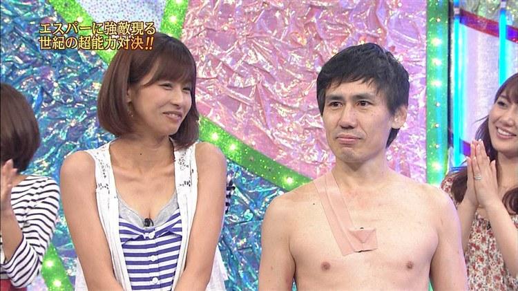 【胸ちらキャプ画像】夏だから薄着している美女の胸ちらがテレビで見放題wこの谷間エロすぎww 12