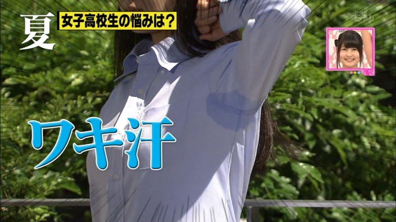 【脇汗キャプ画像】大量の汗で脇に染みまで作っちゃった恥ずかしい放送事故ww 14