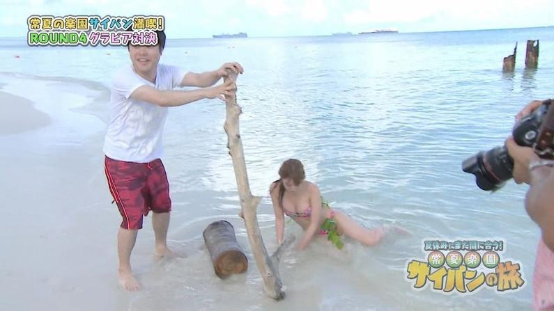 【水着キャプ画像】まだまだ夏は終わらない!海に水着美女達がいる限り映しまくるテレビ業界ww 17