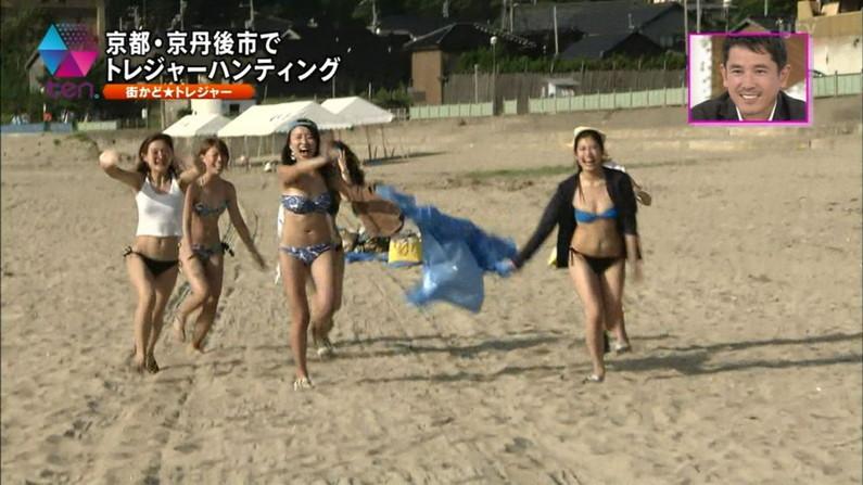 【水着キャプ画像】まだまだ夏は終わらない!海に水着美女達がいる限り映しまくるテレビ業界ww 22