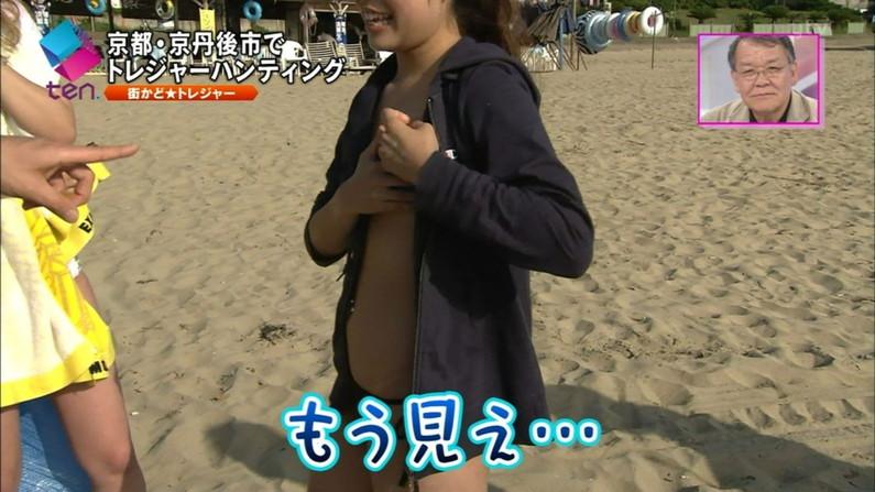 【水着キャプ画像】まだまだ夏は終わらない!海に水着美女達がいる限り映しまくるテレビ業界ww 24