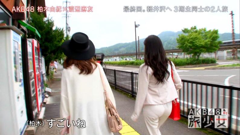 【お尻キャプ画像】ピタパンすぎてパンツラインまで浮き出ちゃってる女性タレント達のお尻がエロすぎww