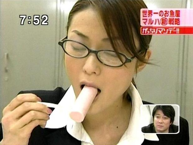 【擬似フェラ画像】食レポと言いつつ卑猥な顔をテレビに晒される女子アナやアイドル達ww 08