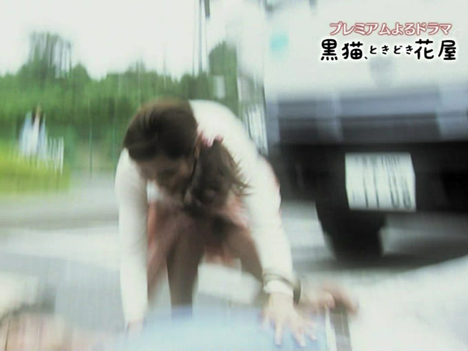 【パンチラ放送事故画像】女子アナやアイドルの見えてはいけない領域が見えた瞬間!! 05