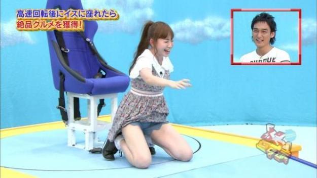 【パンチラ放送事故画像】女子アナやアイドルの見えてはいけない領域が見えた瞬間!! 13
