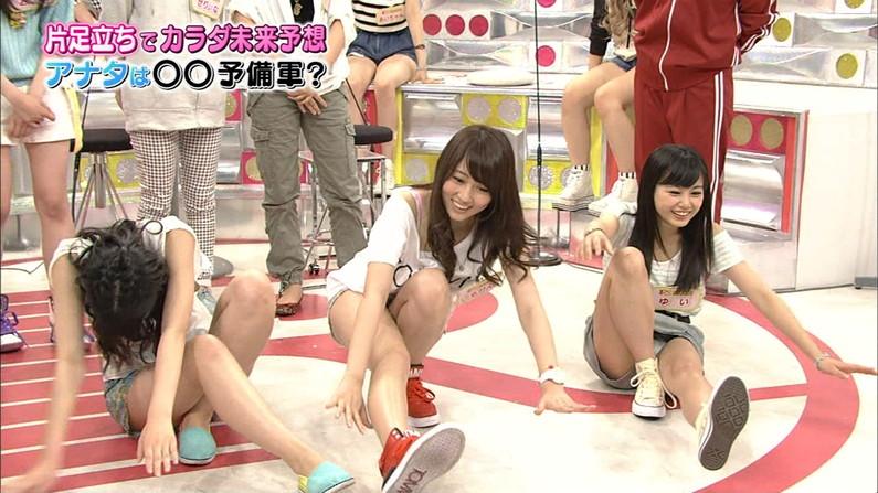 【パンチラ放送事故画像】女子アナやアイドルの見えてはいけない領域が見えた瞬間!! 18