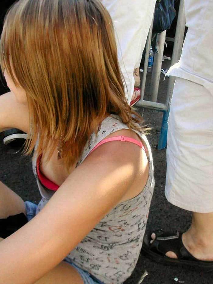 【乳首チラ画像】夏の薄着の女性は良く見たら乳首まで見えちゃってる人多すぎでしょww 08