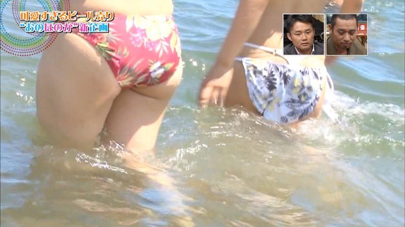 【お尻キャプ画像】テレビに映った水着美女達のハミ尻がエロくてたまらない件ww 14
