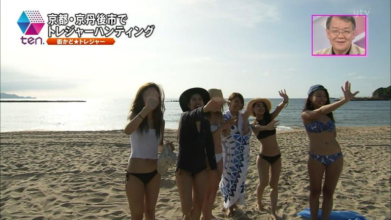 【水着キャプ画像】素人もアイドルも水着からこぼれんばかりのオッパイをテレビでアピールしまくりww 11