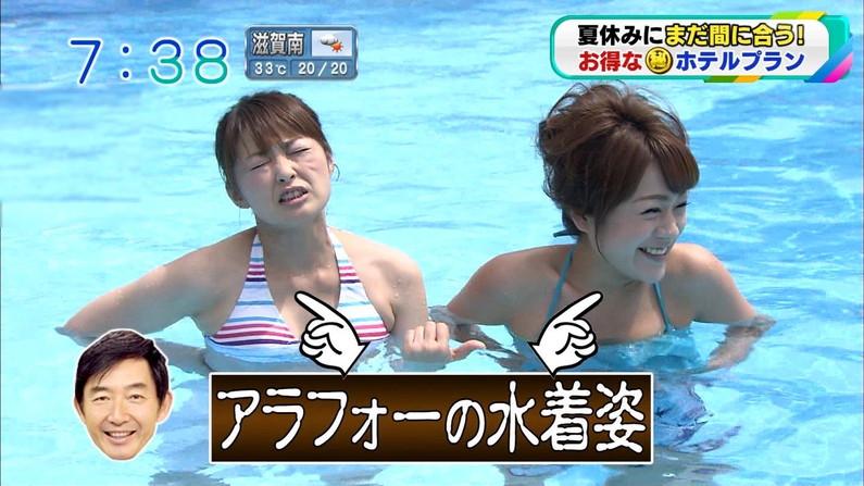 【水着キャプ画像】素人もアイドルも水着からこぼれんばかりのオッパイをテレビでアピールしまくりww 12