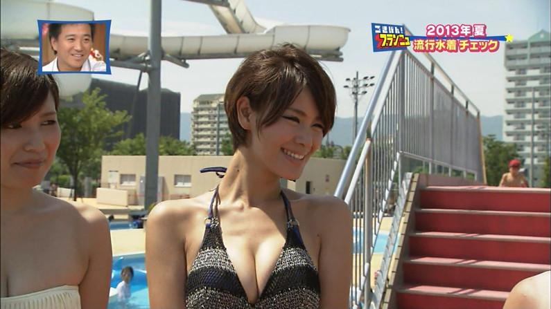 【水着キャプ画像】素人もアイドルも水着からこぼれんばかりのオッパイをテレビでアピールしまくりww 19