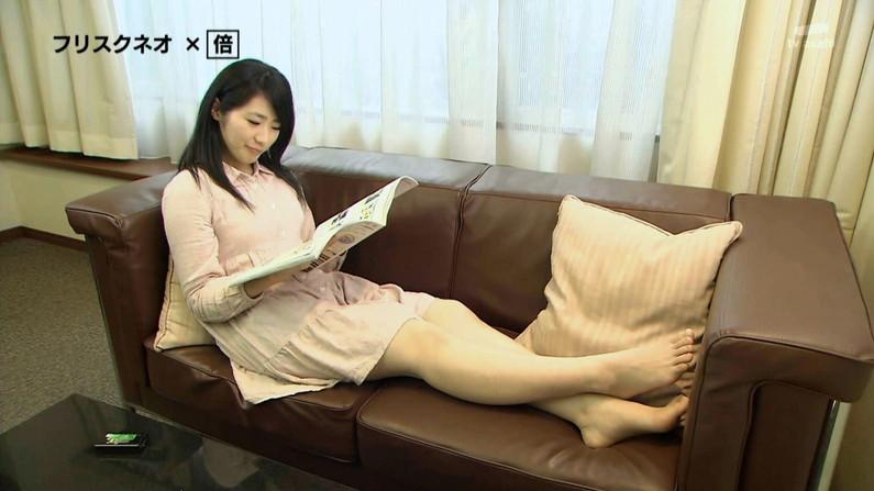 【足裏キャプ画像】マニア必見!美女の足裏ならいくら臭くても興奮しちゃってペロペロしたくなるだろ?ww 07