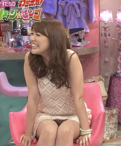 【放送事故画像】テレビに映ってる女達の股間やお尻が色々気になって仕方がない! 10