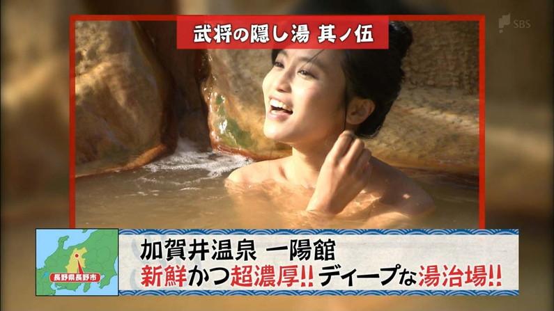 【温泉キャプ画像】バスタオル一枚でテレビに出ちゃうタレント達の身体のシルエットがエロすぎww 08