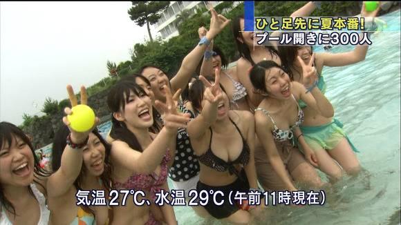 【水着キャプ画像】素人からアイドルまでポロリ寸前の巨乳水着美女達がテレビで視姦し放題ww 09