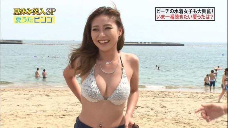 【水着キャプ画像】素人からアイドルまでポロリ寸前の巨乳水着美女達がテレビで視姦し放題ww 15