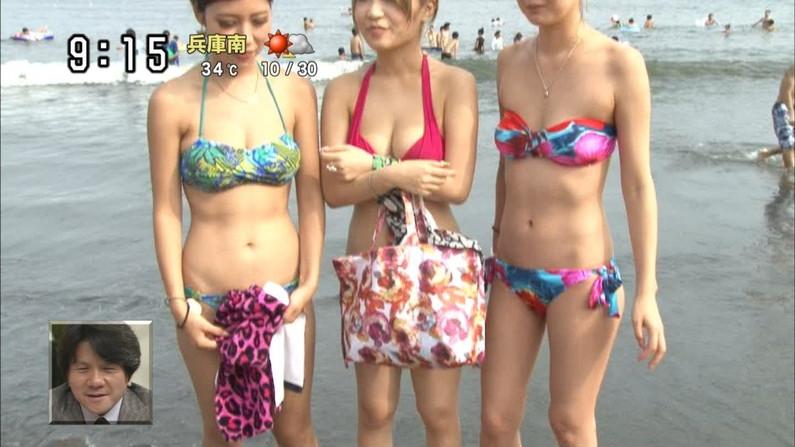 【水着キャプ画像】素人からアイドルまでポロリ寸前の巨乳水着美女達がテレビで視姦し放題ww 20