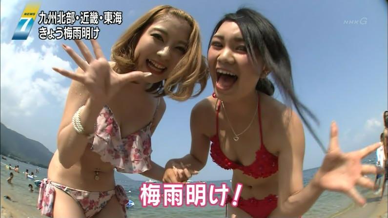 【水着キャプ画像】素人からアイドルまでポロリ寸前の巨乳水着美女達がテレビで視姦し放題ww 24