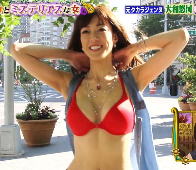 【水着キャプ画像】夏は美女のオッパイアピール期間wエロいオッパイ思う存分テレビでアピールww 14