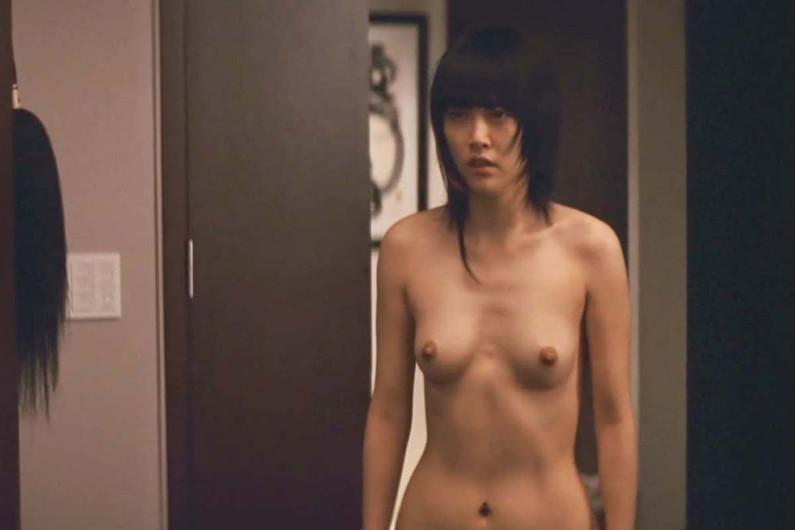 【濡れ場キャプ画像】あの大物女優も過去には乳首さらけ出してアヘ顔全開で濡れ場を演じてたとわ!! 13